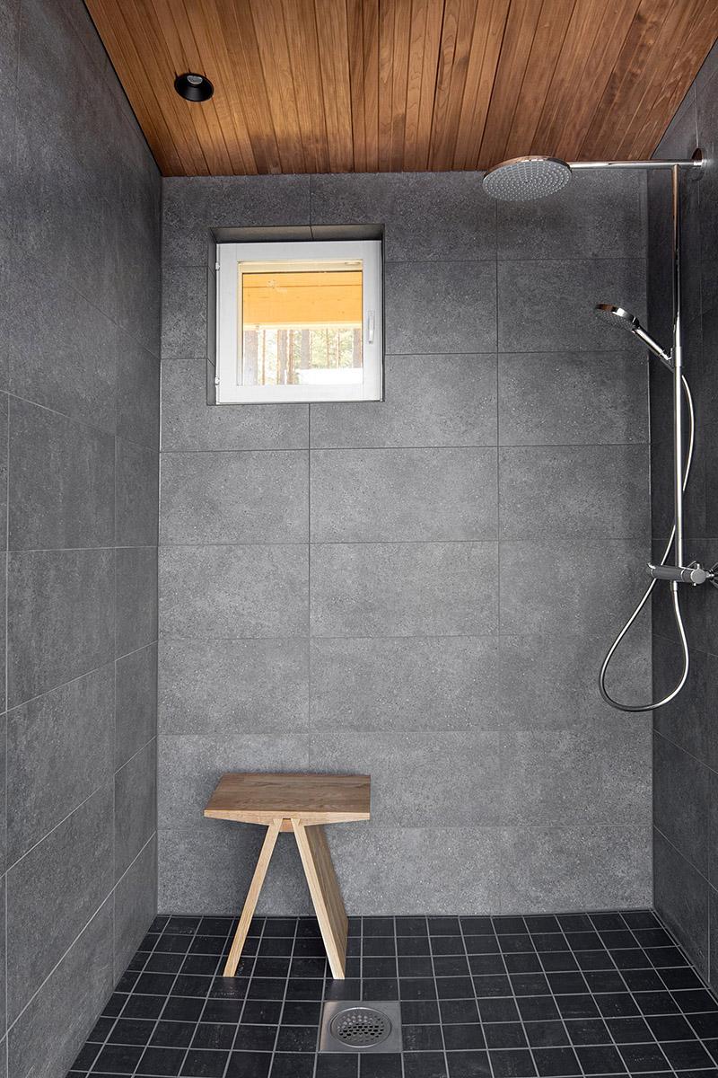 Luoto 25 washroom.